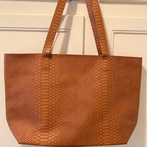 Bloomingdale's Bags - Bloomingdales faux snakeskin tote bag: Brand New!